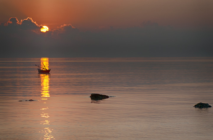 Andaman - Boat at sunrise_VAB8482